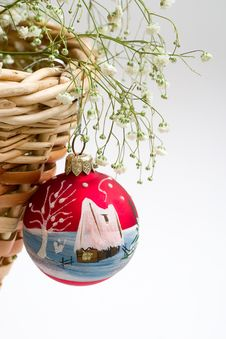 Free Red Christmas Ball And Basket Stock Photography - 1578422