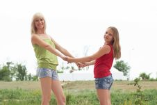 Free Mum With A Daughter Royalty Free Stock Images - 15702739