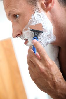 Man Shaving With Razor Stock Photos