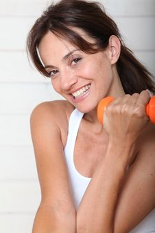 Free Smiling Woman Lifting Weights Stock Photos - 15703303