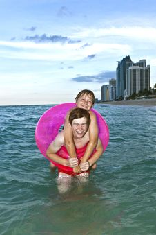 Free Brothers In A Swim Ring Have Fun In The Ocean Royalty Free Stock Images - 15704279