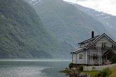 Free House On Shore Of Fjaerlandsfjord, Norway Stock Photos - 15705743