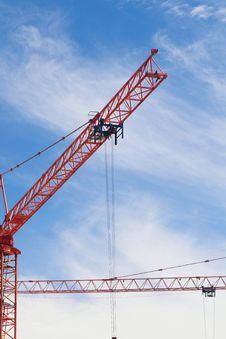 Free The Crane Elevating Against The Sky Stock Images - 15706774