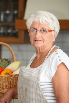 Free Elderly Woman With Basket Of Vegetables Stock Photography - 15717682