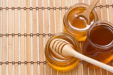 Free Glass Pot With Honey Stock Images - 15725354