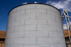 Free Metal Grain Silo Royalty Free Stock Images - 15726979