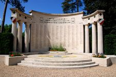Free War Memorial In Saint-Germain-en-Laye Royalty Free Stock Image - 15729556