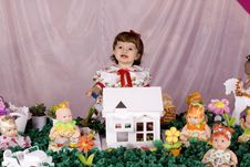Free Baby Girl And Doll House Royalty Free Stock Images - 15730239
