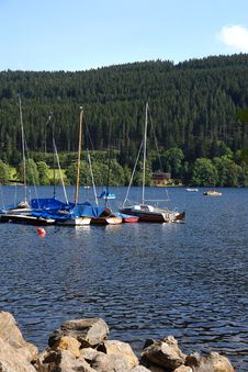 Free Yachts On Coast Of Lake Stock Images - 15730394