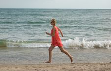 Free Young Woman Running On The Beach Stock Photos - 15732933