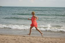 Free Young Woman Running On The Beach Stock Images - 15732944