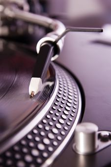 Free Turntable Playing The Vinyl Record Royalty Free Stock Photos - 15733298