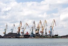 Free Seaport With The Tower Cranes Royalty Free Stock Photography - 15737287