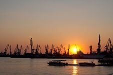 Free Seaport With The Tower Cranes Royalty Free Stock Photography - 15737297