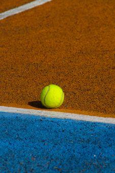 Free Tennis Ball Royalty Free Stock Photo - 15737305