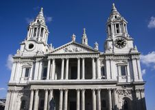 Free Fradment Of St Paul`s Cathedral In London Royalty Free Stock Image - 15747936