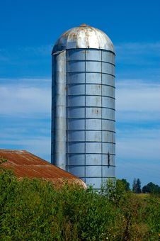 Free Silo With Barn And Blue Sky Stock Photos - 15750233