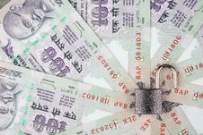 Open Lock On 100 Rupee Notes In A Circle Royalty Free Stock Image