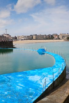 Free Sea Water Swimming Pool Stock Images - 15755474
