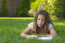 Free Pretty Young Teenage Girl Drawing Stock Images - 15756434
