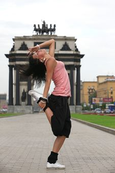 Free Modern Dancer In City Against Classic Arch Royalty Free Stock Photography - 15759687