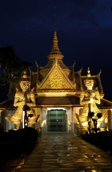Free The Temple Of Dawn At Night Stock Photos - 15762693