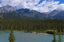 Free Shallow Crystal Blue Mountain River In Banff Stock Image - 15766311