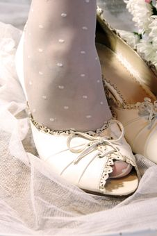 Free Bride Puttting On Wedding Shoes Stock Photo - 15767870