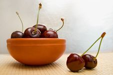 Free Ripe Cherries In The Bowl Royalty Free Stock Photography - 15773807