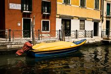 Free Boat In A Canal Stock Image - 15775801