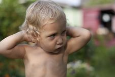 Free Baby Is Looking Aside Royalty Free Stock Photos - 15775958