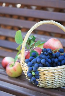 Free Basket With Fruits Royalty Free Stock Photography - 15776227