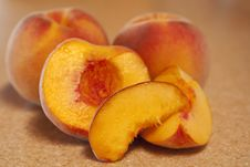 Free Luscious Peaches Royalty Free Stock Photos - 15777388