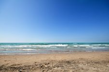 Free Seashore With Waves And Foam Royalty Free Stock Images - 15791719