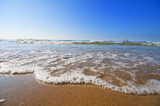 Free Seashore With Waves And Foam Stock Image - 15791731