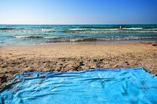 Free Beach Towel And Sea Royalty Free Stock Photo - 15791755