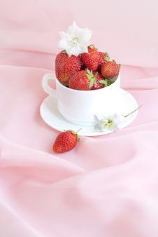 Free Ripe Strawberry Stock Photos - 15792403