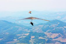 Free Hang Glider Pilot In Italian Mountains Royalty Free Stock Photos - 15797488