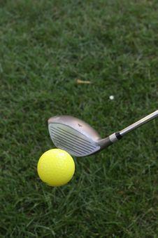 Free Mid Flight Golf Ball Royalty Free Stock Image - 1585566