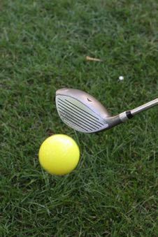 Free Mid Flight Golf Ball Royalty Free Stock Images - 1585569
