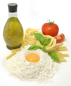 Free Pasta Ingredients Royalty Free Stock Photography - 15800807
