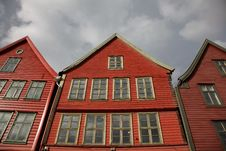 Free Wooden Red Houses On Fish Market, Bergen, Norway Royalty Free Stock Photos - 15804348