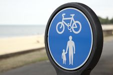 Free Pesdestrian And Cycle Lane Sign Royalty Free Stock Photos - 15808978