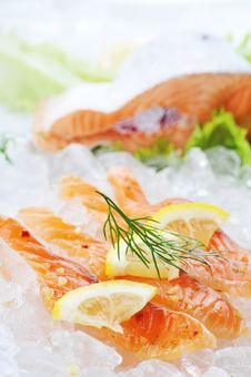 Free Red Fish On Ice Stock Photo - 15809080