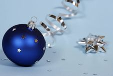 Free Blue Christmas Ball Stock Photography - 15809232