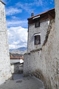 Free Drepung Monastery Royalty Free Stock Photo - 15812225