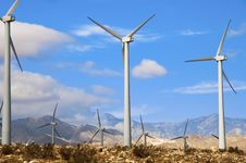 Free Wind Turbines Royalty Free Stock Images - 15813529