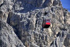 Free Passenger Ropeway Royalty Free Stock Photo - 15826225