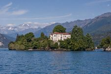 Free Little Island On Maggiore Lake Italy Royalty Free Stock Image - 15828416