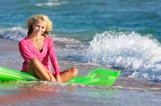 Free Beautiful Woman On Beach Royalty Free Stock Images - 15834989